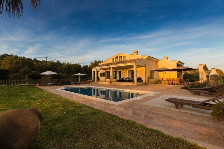 Reasons to Spend Your Holidays in a Villa